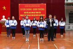 "<a href=""/trang-tin-hoc-sinh/huong-nghiep"" title=""Hướng nghiệp"" rel=""dofollow"">Hướng nghiệp</a>"